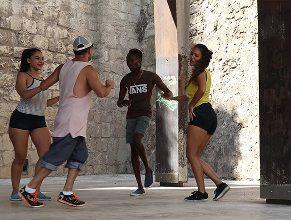 Mallorca-dancers-salsa-cathedral- freedom-from-sub-editors | blog - Cecilie's PenAndWok.com