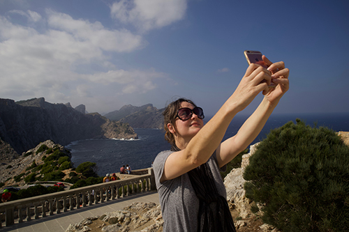 Mallorca, Formentor, Ellen, selfie  Plaza Major Tourist Trap for Locals - PenAndWok.com - Cecilie's PenAndWok.com